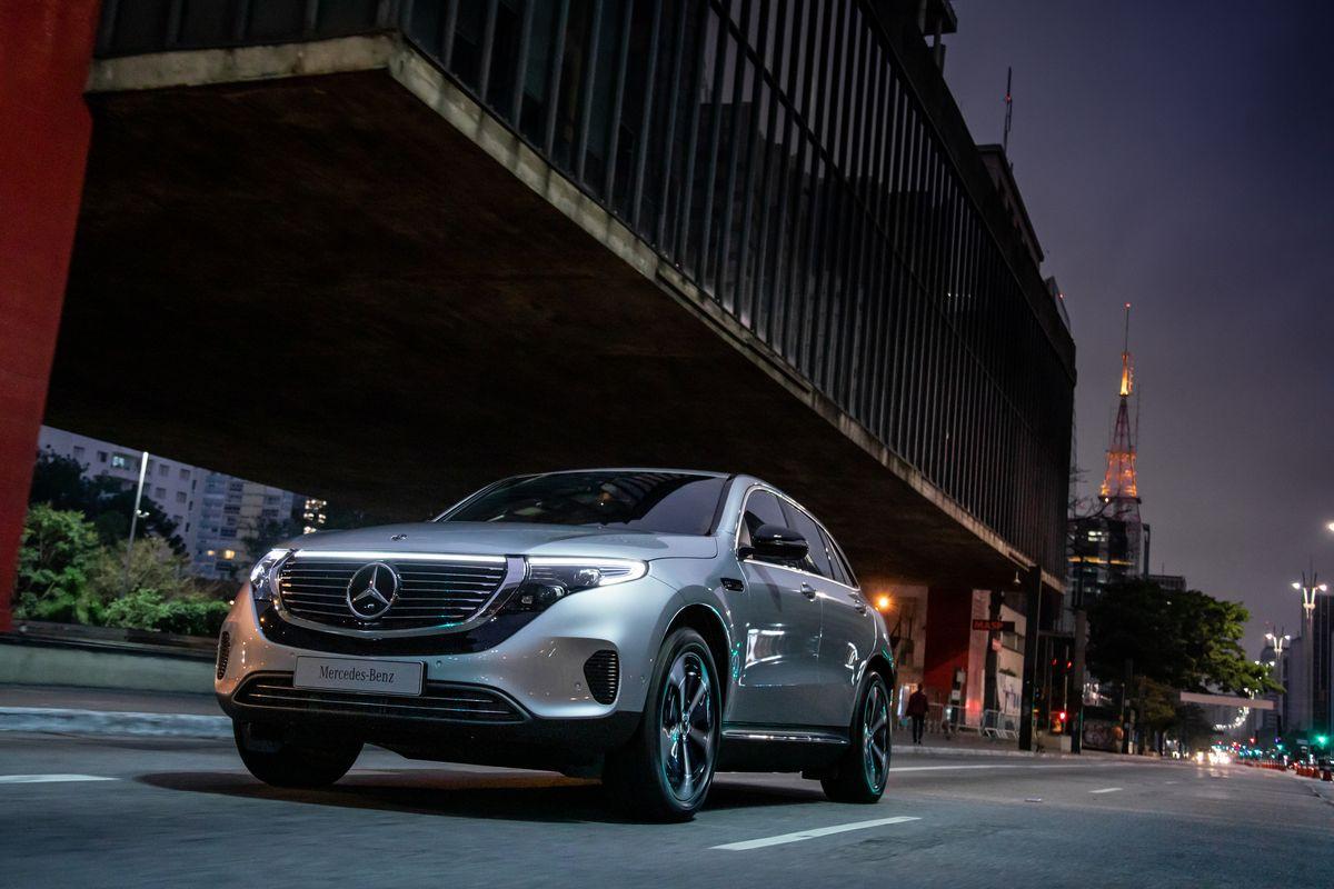 Primeiro veículo elétrico da Mercedes-Benz no Brasil, EQC 400 oferece dois motores e tração nas quatro rodas