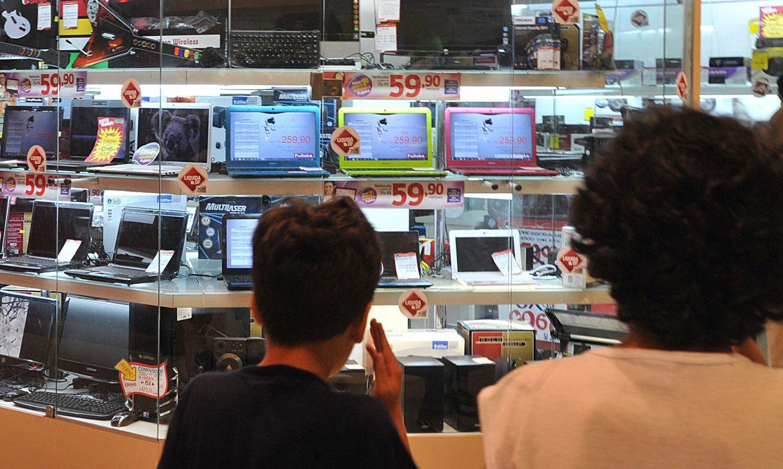 Máquinas, computadores e celulares têm tarifas reduzidas em 10%